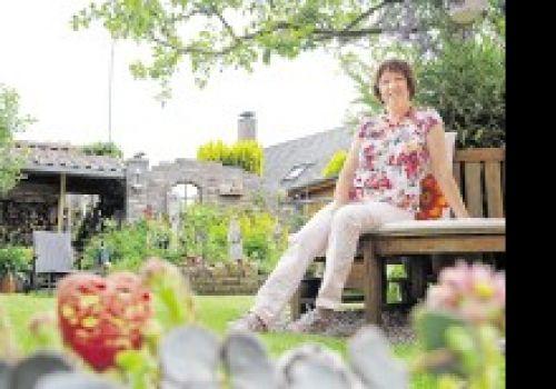 Gaby Neuber aus Millingen liebt ihren Garten | WAZ.de