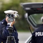 Foto: Blitzer / Geschwindigkeitsmessung durch die Polizei, Urheber: Dirk Vorderstraße, Lizenz: CC BY-NC 3.0
