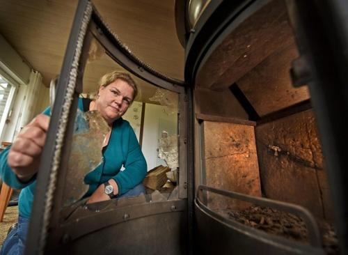 Rees: Granate wächst in Holz ein und explodiert 71 Jahre später im Ofen