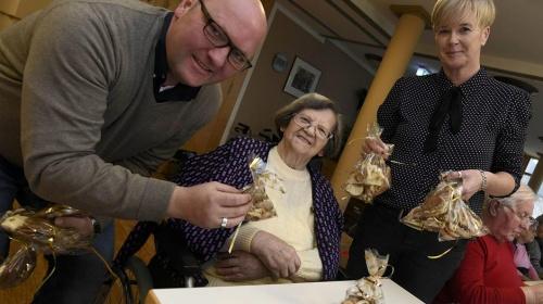 Gut Gemacht: Königspaar überrascht Bewohner mit Plätzchen