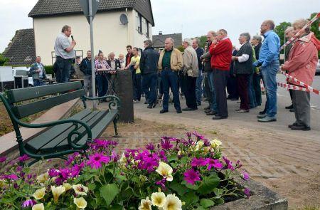 Rees: Empels Grenzstein aufgestellt, Wappen eingeweiht