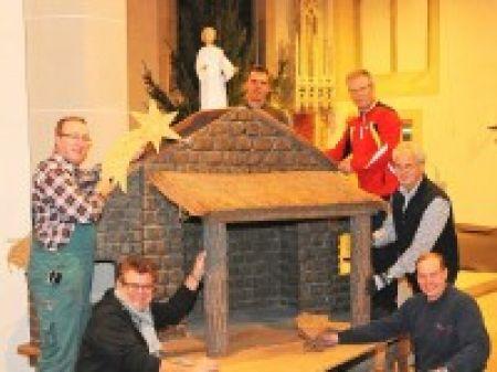 Krippe steht jetzt im Altarraum von St. Quirinus in Millingen - | WAZ.de