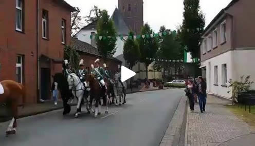 ParadeVideo_21062015