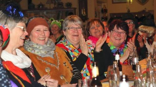 Beste Stimmung beim Frauenkarneval in Millingen | Emmerich Rees Isselburg | NRZ.de