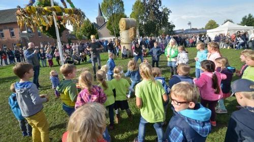 Rees: Kartoffelfest mit lustigem Kindertanz