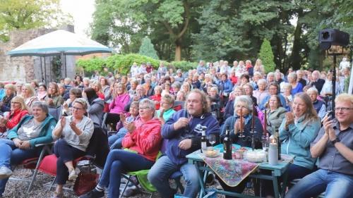 Sia Korthaus bot ein facettenreiches Kabarett in Empel | nrz.de | Emmerich Rees Isselburg