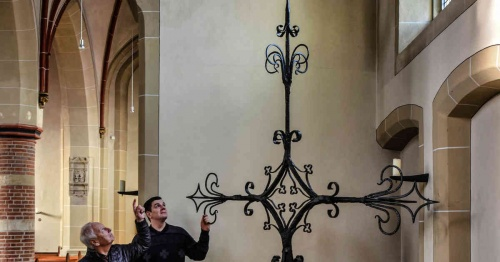 St.Quirinus Millingen: Turmkreuz wurde restauriert