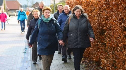 Reeser gingen in Gedenken an Zwangsarbeiter nach Megchelen | nrz.de | Emmerich Rees Isselburg