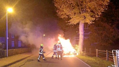 Rees: Zeuge konnte Duo aus Auto ziehen, bevor es brannte | nrz.de | Emmerich Rees Isselburg