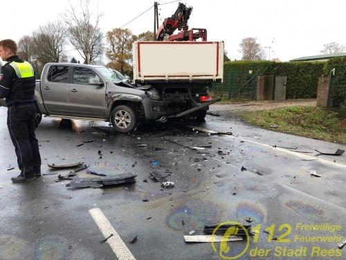 2 Verkehrsunfälle innerhalb einer Stunde – Feuerwehr Rees