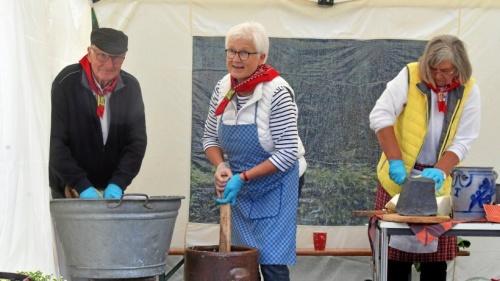 Erntedankfest in Rees-Millingen fand trotz Regen statt - nrz.de